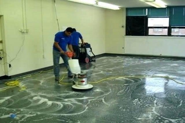 Zemin temizliği ve yer yıkama: Zeminler; zamana bağlı olarak artık aşınma ve yıpranma süreçlerini kaldıramaz duruma gelebilir. Doğru temizlik prosedürleri, zeminlerin onlarca yıl bozulmadan kalmasını sağlar. Halıflex, masif ağaç, kürlü zeminler, fayans, muşamba, laminat, seramik veya termoplastik fayanslar, mineflo, granit, vinil, pvc, çini, mermer, helikopter zemin, beton vb. döşeme türleri çeşidine göre uygun kimyasal ve makineler yardımı ile temizlenmelidir.